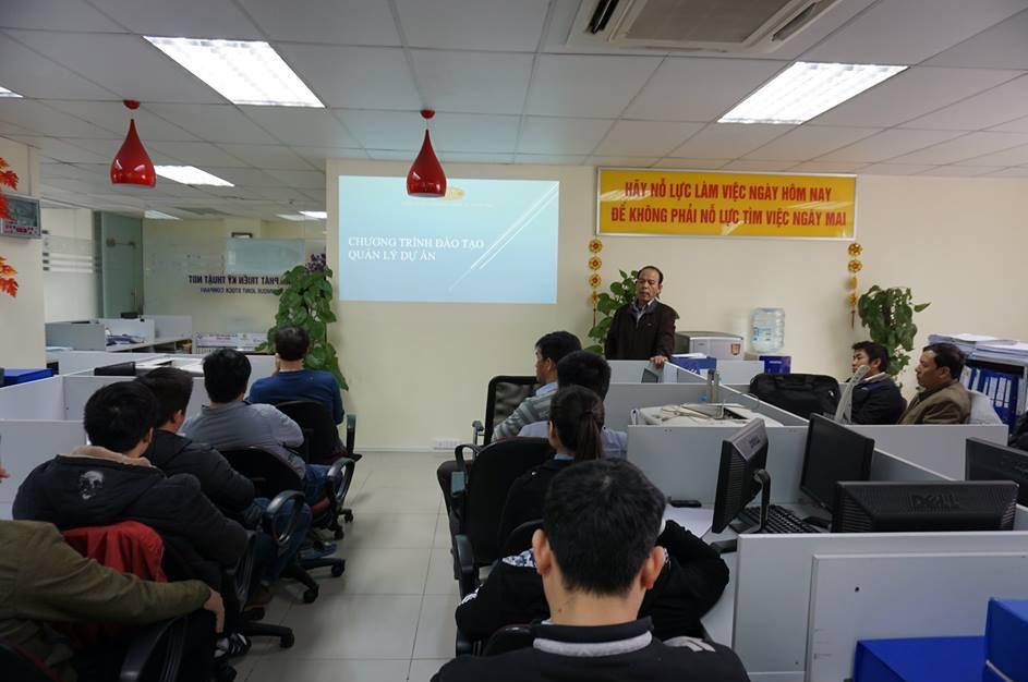Buổi họp mặt định kỳ thường niên của các nhân viên